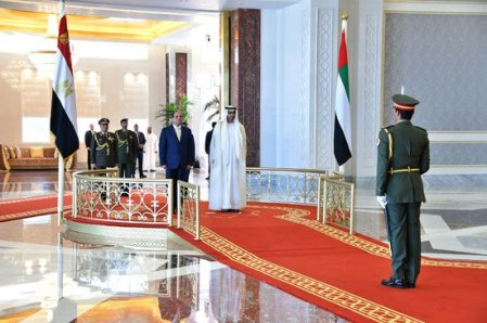Egypt's president ElSisi arrives to the UAE and is received by the crown prince (Youm7)
