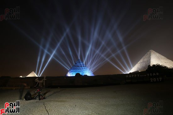2017-01-01 New Year's celebration in Egypt at the Giza Pyramids - Happy New Year 2017 Youm7
