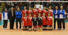 What do the modern Egyptians look like? - Egyptian young girls from Volleyball team with coaches