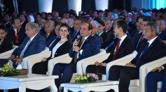 What do the modern Egyptians look like? - Egyptian youth with President ElSisi