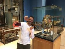 Will Smith with the golden mask of King Tutankhamun at the Egyptian Museum of Cairo, 2017 (Youm7)