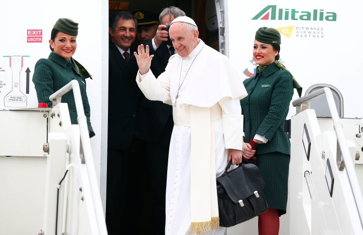 Pope Francis departs from Rome heading to Cairo for his 2-day visit to Egypt (source: Youm7)