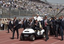 Pope Francis Mass in Cairo Stadium Egypt 2017, here seen entering the stadium and greeting the crowds (Source: Youm7)