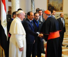 President El-Sisi of Egypt welcomes Pope Francis at the Presidential Palace in Cairo. Here the president welcomes the representatives of the Vatican accompanying the pope to Egypt (Source: Youm7)