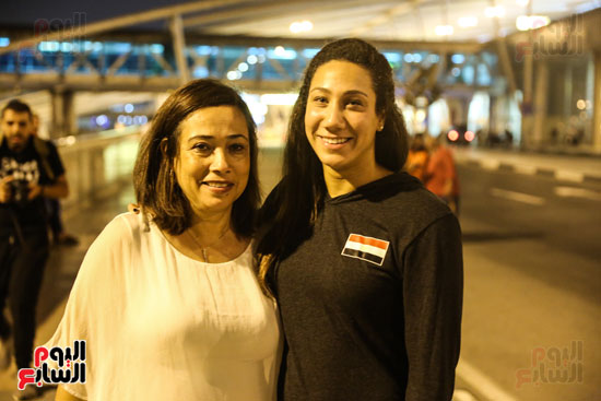 Farida Osman Egypt Swimming Champion with her dear mother after returning bronze from FINA Championship 2017 Youm7