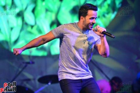 2017-08-12 Luis Fonsi Despacito performing at the Summer Tropical Party of the Mediterranean in Egypt Youm7 03