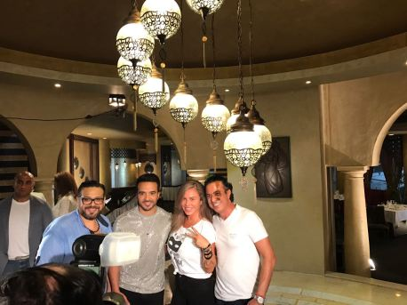2017-08-12 Luis Fonsi Despacito with singer Nicole Saba at the Mediterranean coast of Egypt 3ain