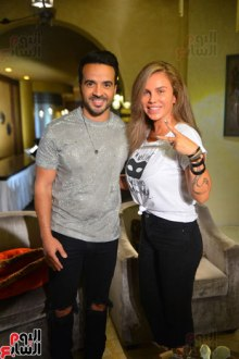 2017-08-12 Luis Fonsi Despacito with singer Nicole Saba at the Mediterranean coast of Egypt Uoum7