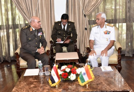 2017-11-19 Egyptian Minister of Defense Sedki Sobhy in India Discussion