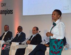 2017-12-10 President El-Sisi and African leaders honour young African leaders and women Africa 2017 summit Youm7 02