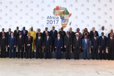 2017-12-10 President of Egypt and African leaders during Africa 2017 summit in Sharm El Sheikh Youm7 06