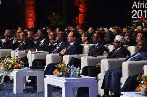 2017-12-10 President of Egypt and African leaders during Africa 2017 summit in Sharm El Sheikh Youm7 08
