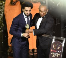 2018-01-24 Egyptian football player Mo Salah receiving the CAF Best African Player Award 2017