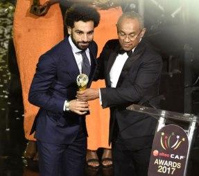 2018-01-24 Egyptian football player Mo Salah receiving the CAF Best African Player Award 2017