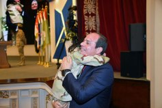 2018-03-16 President Elsisi of Egypt hugging the daughter of the Egyptian army officer Youm7