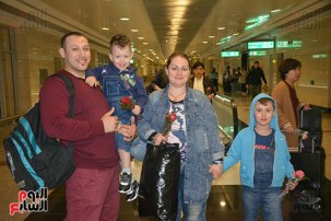 2018-04-14 Egypt Cairo Airport authorities welcome Aeroflot Russian visitors with flowers 2018 02 - Youm7