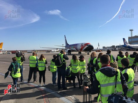 2018-04-14 Plane spotters welcome EgyptAir at Moscow on first flight 2018 - Youm7