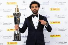 2018-04-23 Mo Salah with PFA Best Player 2018 English Cup - DailyMail