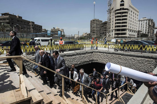 2018-04-30 French Minister FA Le Drian and Egyptian Officials Cairo Metro Tour 03 - Youm7