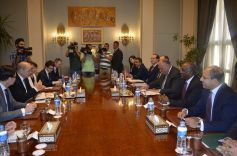 2018-04-30 French Minister FA Le Drian and Egyptian Sameh Shoukry roundtable Cairo 01 - Youm7