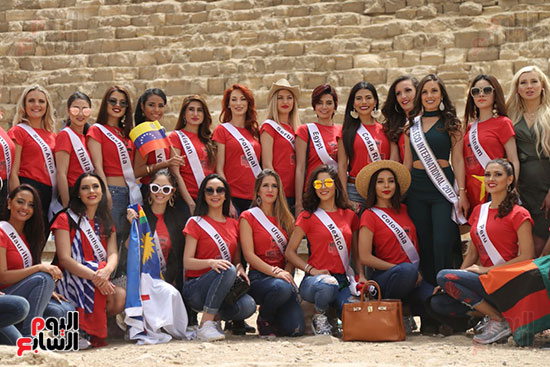 2018-05-04 World Ambassadors for Tourism and Environment at Giza Pyramids Egypt 01 - Youm7