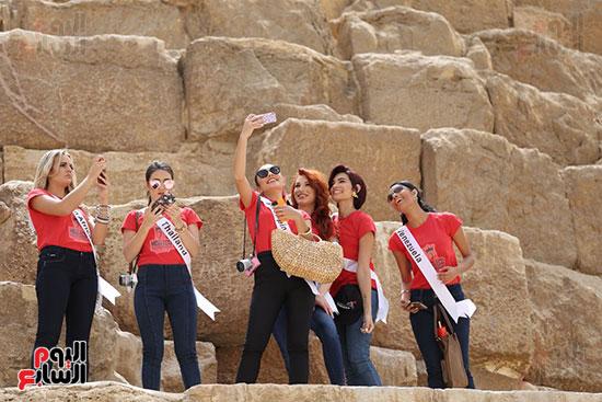 2018-05-04 World Ambassadors for Tourism and Environment at Giza Pyramids Egypt 03 - Youm7