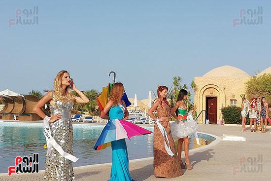 2018-05-04 World Ambassadors for Tourism and Environment Eco dresses at Marsa Alam Red Sea Riviera Beach Egypt 03 - Youm7
