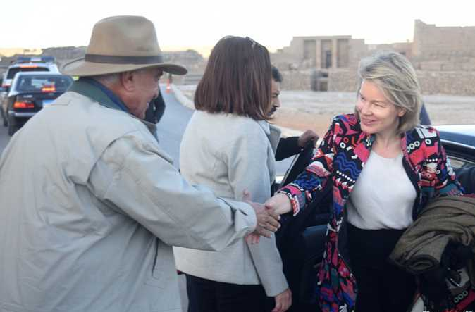 2019-01-14 queen mathilde with dr zahi hawass in luxor 01