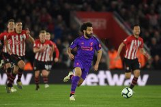 2019-04-08 Egypt Salah scores 50th goal in English premier league 03 - all players run behind - Twitter