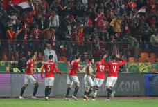2019-11-26 Egypt AFCON U23 African Football Cup - Egyptian players celebrate goal with fans 01