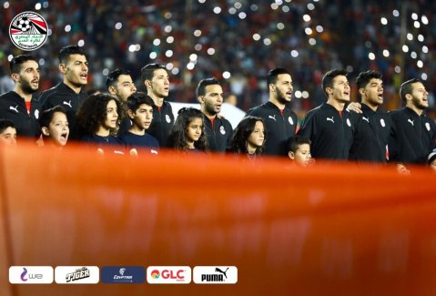2019-11-26 Egypt AFCON U23 African Football Cup - Egyptian Team and kids sing anthem 04