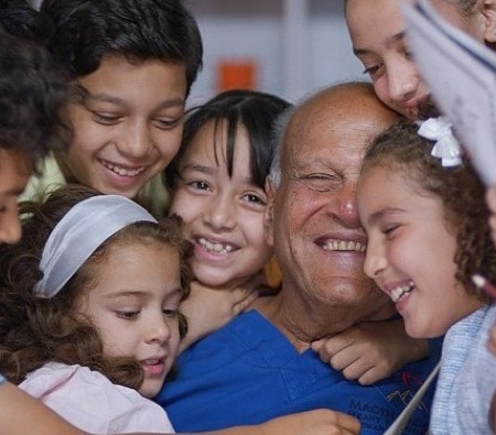 2020-06-19 Magdi Yacoub Heart Foundation Aswan - with the children 01