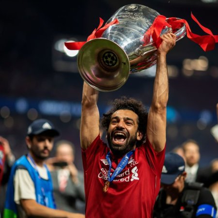 2020-10-06 Egypt Mo Salah lifts Football Chamions League Cup Liverpool 2019 03