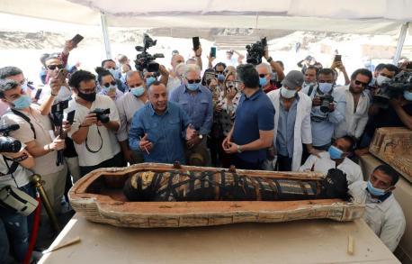 2020-11-24-Egyptologists-Open-Coffins-of-Mummies-Saqqara-02-The-National
