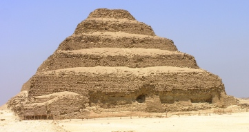 2020-11-24-saqqara-pyramid_of_zoser-egypt-wikipedia.jpg