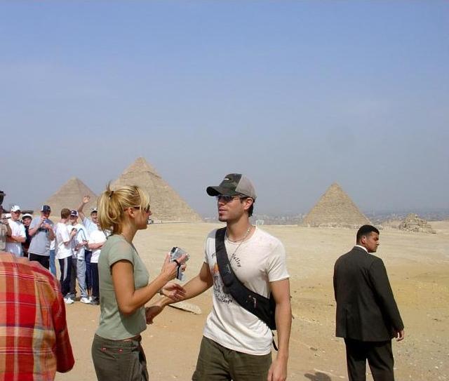 2021-05-17 Spanish Popstar Enrique Iglesias at the Giza Pyramids of Egypt