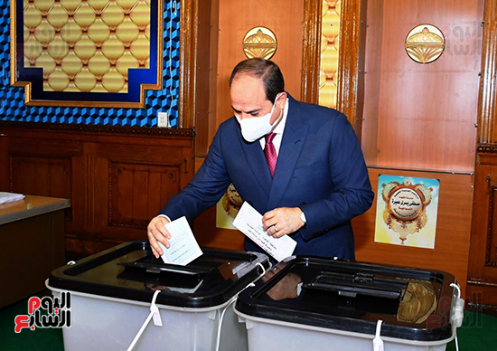 2021-08-29 Egypt President Elsisi Casting his vote in Parliament Elections 2020 02
